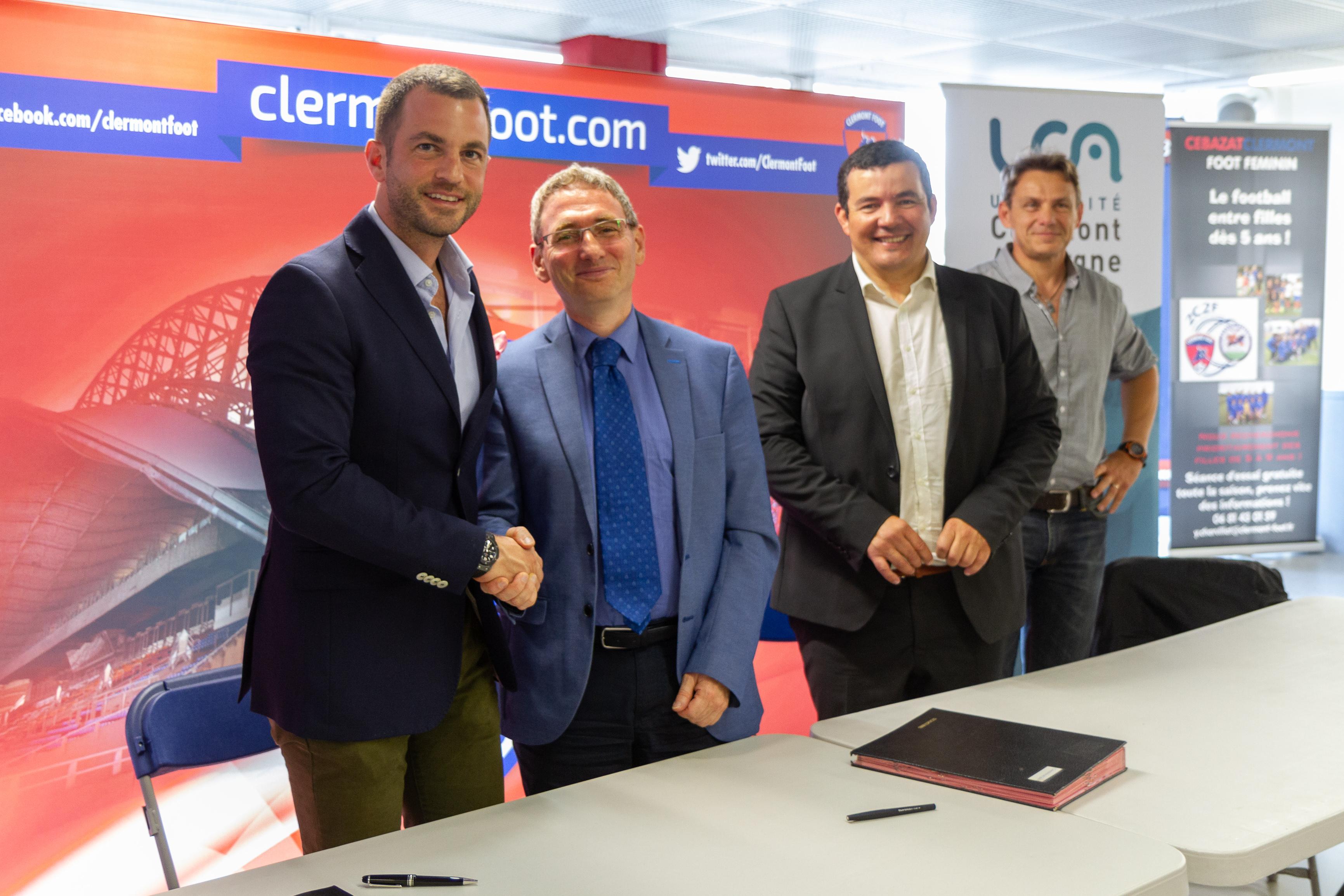 De gauche à droite : Ahmet Schaefer, Président du CF 63, Mathias Bernard, Président de l'UCA, Nasser Hammache, Directeur de l'UFR STAPS, Stéphane Héros, enseignant responsable de l'option foot à l'UFR STAPS.